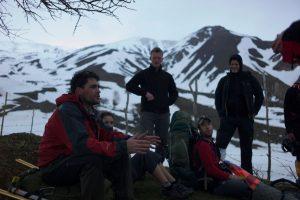 Levison Wood talking to expedition team in Zagros mountains, Iraqi Kurdistan