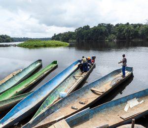 Gabon packrafting, traditional canoes