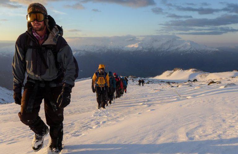 Kurdistan, Line of walkers in deep snow