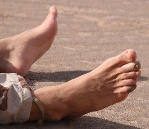 Bandaged feet in Iran's Lut desert