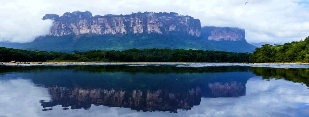 Auyán-tepui from distance