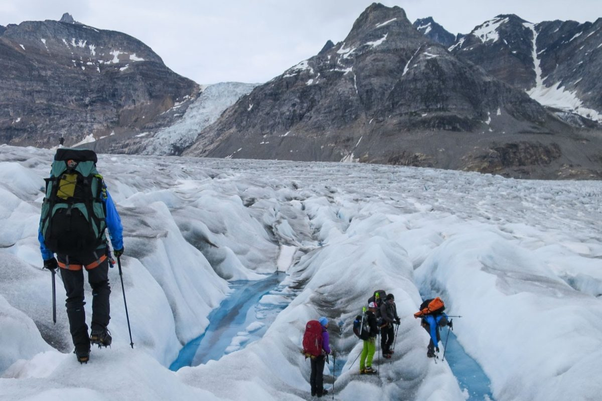 Glacier traverse in Greenland © Helen Spenceley