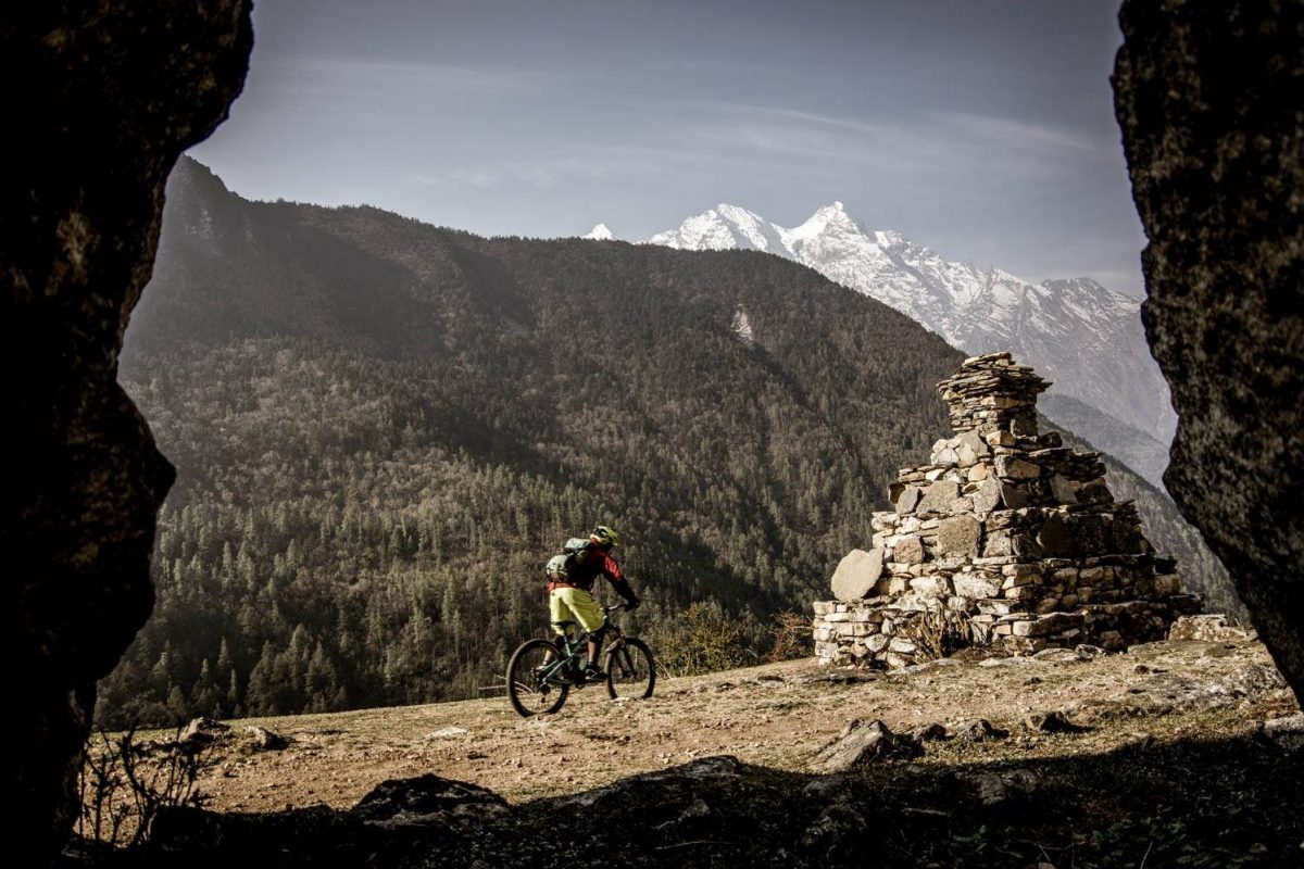 mountain biking experience in the Himalaya