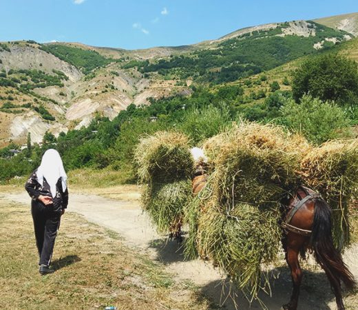 walking-in-albania